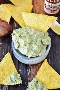 DIY: ZELF GUACAMOLE MAKEN ● Wat ingrediënten mixen en hupsakee…  guacamole: http://hallosunny.blogspot.nl/2015/03/diy-zelf-guacamole-maken.html