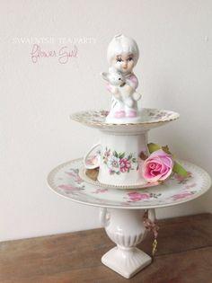 HANDMADE Swaentsje's Antique Cake Stand 2 door SwaentsjeTeaParty, €50.00