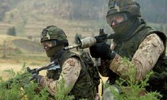 Formed in Joint Task Force 2 (JTF is a Canadian Forces unit responsible for counter-terrorist operations. Subordinate to the Canadian Special Operations Forces Command, it comprises approximately 600 members. Military Units, Military Photos, Military Weapons, Military History, Weapons Guns, Royal Canadian Navy, Canadian Army, Force Pictures, Military Special Forces