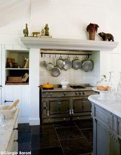 Cuisine à l'ancienne Cuisinière La Cornue Cuisine de cottage La Cornue, European House, French Kitchen, Cuisines Design, Kitchen Cart, Hearth, Provence, Home Projects, Decoration