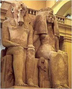 Amenhotep III Queen Tiye with their daughters at their feet - Cairo Museum Amenhotep Iii, Ancient Aliens, Ancient Egypt, Ancient History, Art History, Cairo Museum, Le Sphinx, Religion, Egyptian Art