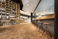 #Parquet en #Locales #comerciales #Bares #Restaurantes #Decor #Interiordesign #Mataro #Barcelona www.decorgreen.es pano BROT KAFFEE, Stuttgart, 2014 - Dittel Architekten