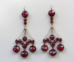 Grenat de Perpignan earrings - Beautiful grand earrings of 18 carat gold set with grenats de Perpignan on red gold foil, circa 1860, France.