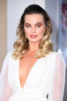 Celebrities - Margot Robbie Photos collection You can visit our site to see other photos. Margot Robbie Photos, Margot Robbie Style, Margot Elise Robbie, Margo Robbie, Actress Margot Robbie, Margot Robbie Harley Quinn, Halsey, Glamour Makeup, Robin