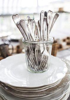 craigtommola:    kiyoaki:    (vía Weekend in Pictures – Christmas Eve | Kara Rosenlund)    We need a jar of extra forks.