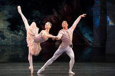 Momoko Hirata as the Sugar Plum Fairy and Tzu-Chao Chou as the Prince in Birmingham Royal Ballet's Nutcracker; photo: Bill Cooper