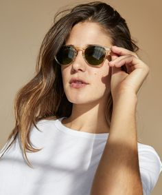 Born in Venice, CA and inspired by his sunny surroundings, Garrett Leight offers timeless and sophisticated sunglasses using only the finest materials. Best Leather Wallet, Denim Shirt Style, Jeans Fit, Fashion Advice, Cool Watches, Wallets For Women, Skirt Fashion, The Hamptons, Amazing Women