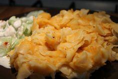 Végre egy krumplis tészta recept képekkel és pontos mennyiségekkel! Egy jó krumplis tészta nem csak nagyon finom, de a magyar konyha egyik csodája: pusztán krumpliból, hagymából, minimális fűszerezéssel egy ennyire finom ételt kihozni... Food Network, Vegan Recipes, Vegan Food, Cauliflower, Macaroni And Cheese, Bacon, Food And Drink, Vegetarian, Chicken