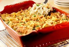 You won't believe how easy it is to make this classic casserole from Campbell's featuring that favorite combination of tuna, noodles, peas and cream of mushroom soup. This Crowd-Pleasing Tuna Noodle Casserole makes enough for the whole family. Tuna Noodle Casserole Recipe, Casserole Dishes, Casserole Recipes, Fish Casserole, Casserole Kitchen, Squash Casserole, Chicken Casserole, Al Dente, Recipes