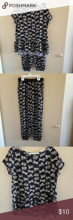 H&M Adorable Black and Cream Tiger Top & Pants Such a cute Top and Pant set from H&M size 7-8 The top has a Peplum hem that is slightly longer in the back. The pants are a pull on style with an elastic waistband, they have pockets, and the ankles are elastic as well for a harem pants look. Excellent condition worn once. Very light and loose for an extra comfy fit 100% Viscose H&M Matching Sets