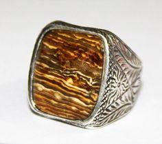 He encontrado este interesante anuncio de Etsy en https://www.etsy.com/es/listing/209604767/sterling-silver-men-ringhandmade-real