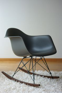 1000 ideas about eames rocking chair on pinterest. Black Bedroom Furniture Sets. Home Design Ideas