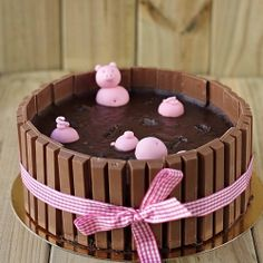 Pigs in the mud cake: Such a fun birthday cake!