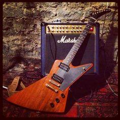 Soundseeing d'une superbe Gibson Explorer. Bonne écoute!