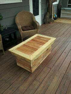 Outside coffee table made out of pallets.