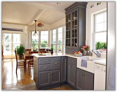 Best This Airy Kitchen Features Ox Hill Purestyle™ Kitchen 640 x 480