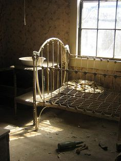 Ghost town: Bedroom, Bodie, California, United States of America. Old Buildings, Abandoned Buildings, Abandoned Places, Abandoned Property, Abandoned Mansions, Frozen In Time, Haunted Places, Urban Exploration, Ghost Towns