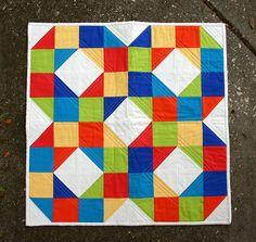 Blocos de patchwork:  http://www.dontcallmebetsy.com/2012/03/patchwork-wheel-block-tutorial.html