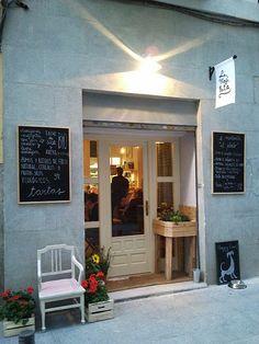 Home Decoration Cheap Ideas Info: 6561788615 Cafe Bistro, Cafe Bar, Cafe Shop, Shop Fronts, Cafe Interior, Store Displays, Glass House, Retail Design, Decoration
