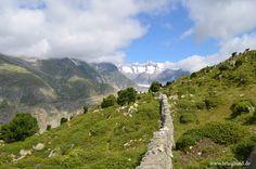 Natürliches Mauerwerk aus Stein  #Mauer #Steinmauer #border #Berge #Aletscharena #Schweiz