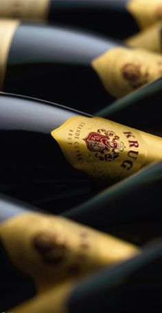 Krug Champagnes have sparkled with trailblazing creative spirit over 160 years of excellence – LVMH Champagne Moet, Glass Of Champagne, Champagne Taste, Sparkling Wine, Sangria, French Phrases, In Vino Veritas, Nouvel An, Wine And Spirits