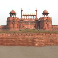 All time favorite list of top tourist places to visit in #newdelhi with your best friends and family - Get detailed information about delhi ncr tourism, find travel deals on best tourist places & attraction in delhi, informative #DelhiTravel guide. Get more info : https://www.tourtravelworld.com/india/delhi/