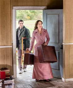 """Its a Wonderful Movie - Your Guide to Family Movies on TV: Lori Loughlin, Daniel Lissing, Erin Krakow and Jack Wagner return to Hope Valley in """"When Calls the Heart"""" Season 3 on the Hallmark Channel!"""