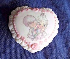 "Vintage 1998 "" Precious Moment "" Delicate Miniature Pink & White Trinket box"