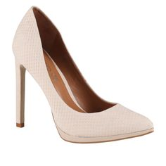 These nude pumps are EXCELLENT for traveling because they'll go with everything in your suitcase // ALDO Kristina Pumps