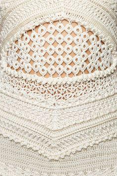 Vestido Crochet Gold Coast Off - Vanessa Montoro Crochet Art, Crochet Granny, Irish Crochet, Crochet Shawl, Crochet Patterns, Crochet Tops, Vanessa Montoro, Gold Coast, Vestidos Vintage
