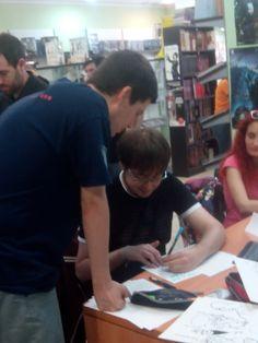 Guillermo Flascinder muy encima de Rubén Fdez el Día Dibujando en Castellón
