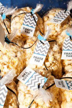 bags of popcorn wedding treats Wedding Catering, Wedding Favors, Wedding Ideas, Wedding Decor, Wedding Inspiration, Wedding Stuff, Dream Wedding, Wedding Planning Boards, Popcorn Favors