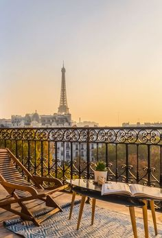 Paris Hotels With Balcony – Stunning Paris Hotels With Eiffel Tower Views Imagine your sitting pretty watching the sunset over Paris…Yes you can! Check out this list of affordable Paris hotel with views of Eiffel Tower. From budget to luxe Best Paris Hotels, Hotel Paris, Top Hotels, Disney Hotels, Walt Disney, Cheap Hotels, Luxury Hotels, Beach Hotels, Paris Torre Eiffel
