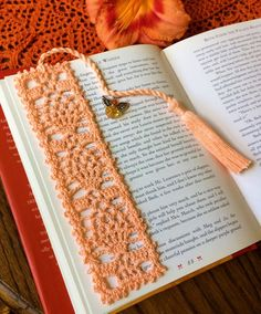 Bookmarks with Angel Charm; Bookmark in Light Peach Color; Tasseled Bookmark Informations About Crochet patrones Pin You. Crochet Bookmark Pattern, Crochet Bookmarks, Crochet Books, Crochet Home, Crochet Gifts, Crochet Doilies, Light Peach Color, Peach Colors, Basic Crochet Stitches