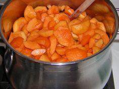 cottura della marmellata di albicocche
