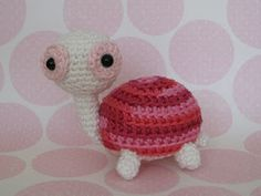 Turtle - Free Amigurumi Pattern here: http://www.womansday.com/home/craft-ideas/cuddly-crochet-creatures-turtle-5107?click=main_sr