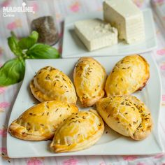 Placintele cu branza si chimen / Cheese caraway empanadas - Madeline.ro Sweets Recipes, Brunch Recipes, Empanadas, Pain, Ricotta, Baked Potato, Potatoes, Bread, Cheese