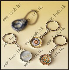 DIY marble keychain Charm Jewelry, Jewelry Box, Fun Crafts, Arts And Crafts, Fete Ideas, Chiropractic Office, Christmas Tree Lots, Make And Sell, How To Make