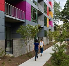 In Living Color garden walkway | Suzane Reatig Architecture