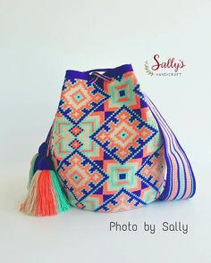 "27 Me gusta, 4 comentarios - 100% Original Mochilas Wayúu (@sallyshandicraft) en Instagram: ""New in/ Wayúu bag 2017. Single thread. เข้าใหม่สต๊อกไทยค่ะ ไหมเส้นเดียว+เบล งานท๊อป…"""