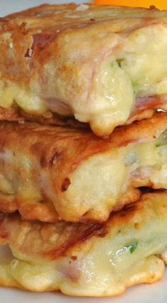 Ham, Cheese and Mashed Potato Rolls ~ Indulge yourself with these savory, hearty, scrumptious rolls filled with ham, mashed potatoes and mozzarella cheese. Potato Dishes, Food Dishes, Mashed Potato Meals, Mashed Potato Casserole, Leftover Mashed Potatoes, Cheesy Potatoes, Baked Potatoes, Side Dishes, Mashed Potato Puffs Recipe