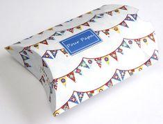 大きなプリントボックス-私の瓶の中 Printable Box, Printables, Cadeau Parents, Crafts For Kids, Diy Crafts, Pillow Inspiration, Big Party, Pillow Box, Gift Packaging
