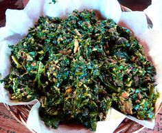 Sambal Daun Ubi - Bali - Indonesia Sambal Sauce, Sambal Recipe, Spicy Recipes, Asian Recipes, Indonesian Cuisine, Indonesian Recipes, Malay Food, Food Presentation, Drinking Tea