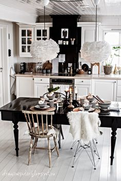 A grown up kitchen. Black and white interior design with a astonishing modern black dining table. ➤ Discover the season's newest designs and inspirations. Visit us at www.moderndiningtables.net #diningtables #homedecorideas #diningroomideas @ModDiningTables