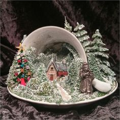 Diy for the Garden 50 Stunning Diy Tea Cup Fairy Garden Ideas - Page 35 of 50 Christmas Tea, Vintage Christmas, Cheap Christmas, Merry Christmas, Christmas Projects, Holiday Crafts, Teacup Crafts, Deco Table Noel, Christmas Decorations