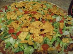 Happy Joe's taco pizza recipe! This makes me so happy! When I am in Iowa I wil… Happy Joe's taco pizza recipe! This makes me so happy! When I am in Iowa I will eat this until my stomach hurts, and then I will have one more piece. Pizza Taco, Taco Pizza Recipes, Mexican Food Recipes, Beef Recipes, Cooking Recipes, Big Pizza, Mexican Appetizers, Happy Joes Pizza Recipe, Great Recipes