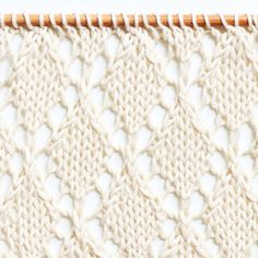 Le point de jours en échelle - The ladder lace rib stitch — trust the mojo - Knitting Easy Knitting, Knitting For Beginners, Knitting Stitches, Knitting Patterns Free, Stitch Patterns, Crochet Patterns, Waffle Stitch, Ribbon Yarn, Seed Stitch