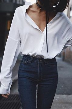 Simple Everyday Spring Shirts - French Shirt - Ideas of French Shirt - White oversized button down shirt outfit Outfit Jeans, Outfit Stile, Dark Blue Jeans Outfit, Dark Blue Denim Jeans, Button Down Shirt Outfit, Oversized Button Down Shirt, Oversized White Shirt, Tucked In Shirt Outfit, Street Style