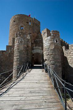 Castillo de la Adrada Castle Ruins, Medieval Castle, Walled City, Fortification, Spain And Portugal, Knights Templar, Kirchen, Tower Bridge, Places To Visit