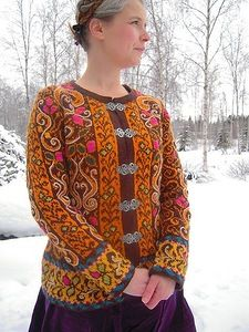 Soile is a knitter from Finland, and her gorgeous projects span the spectrum of colors, cables, and lace- with her knitting, slight modifications go a long way to totally trans… Fair Isle Knitting, Hand Knitting, Fair Isles, Pulls, Knitting Projects, Knitwear, Knitting Patterns, Knit Crochet, Look